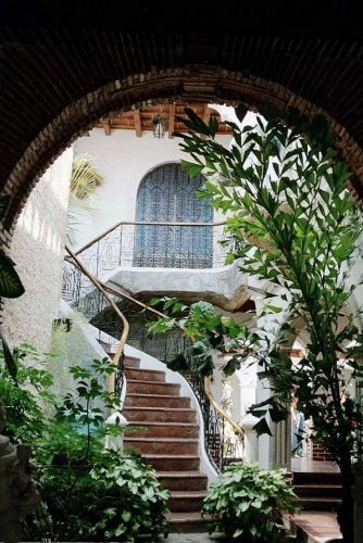 I love courtyards...and this one makes my heart sk...