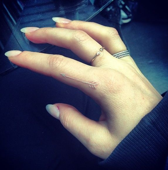 Ellie Goulding's white tattoo. I'm really digging...