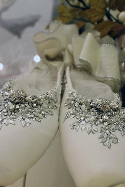 Decorated-Pointe-Shoe. I want to do this with my o...