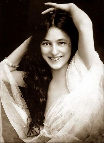 EVELYN NESBIT --Known to millions before her 16th...