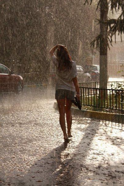 tomo de ti las gotas de lluvia, que surgen creando...