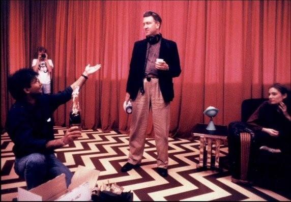 David Lynch on Twin Peaks set