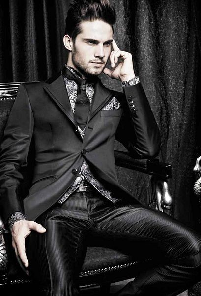 Carlo Pignatelli Spring 2011. Amazing suit. Anyone...