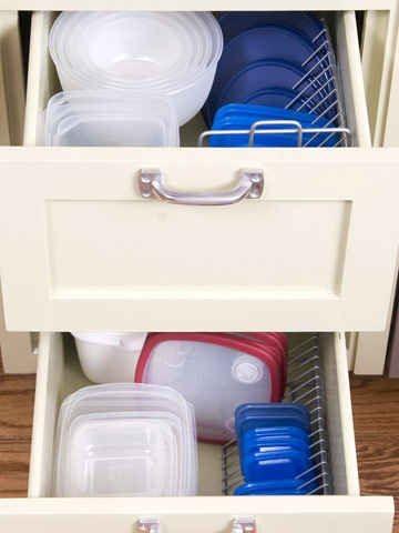 Use wire CD racks to organize Tupperware lids. | 5...