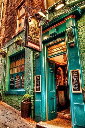Juglin Georgie - Old Town Edinburgh, Scotland