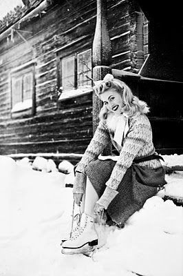 A stunningly pretty 1940s winter skating look. *Lo...