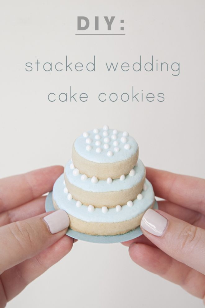Learn how to make these darling stacked wedding co...