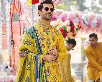 Latest Groom Wedding Outfits - Groom Sherwani Desi...