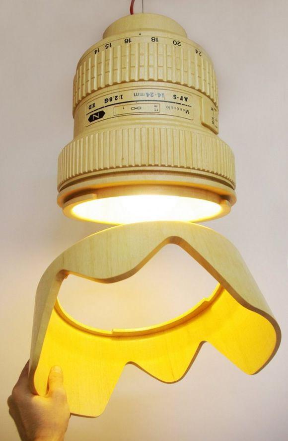 Luminária em forma de lente de câmera fotográfica...