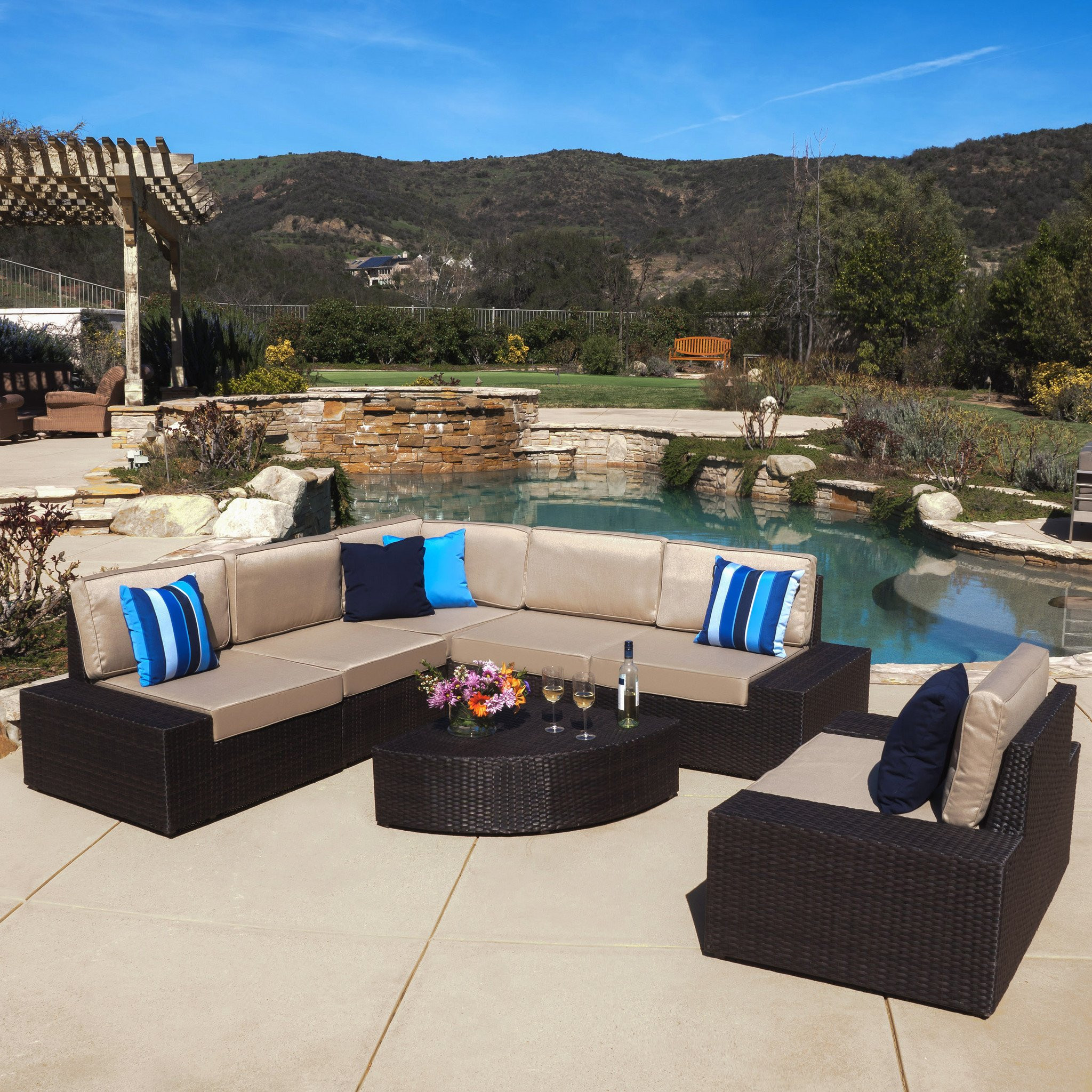 Santa Cruz Outdoor 7-piece Brown Wicker Sofa Set w...