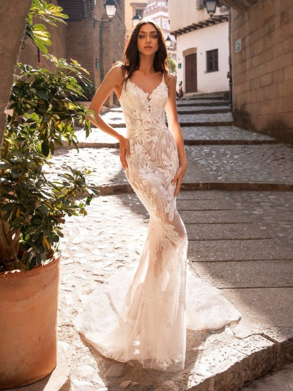 Pronovias Albiorix | Essense Of Australia | Flares...